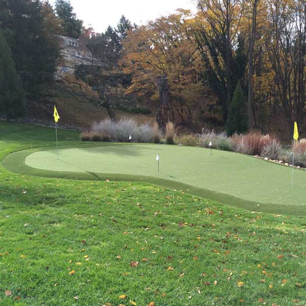 Fall artificial putting green installation in Reading