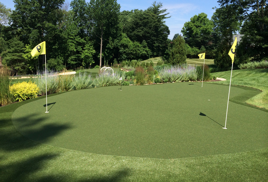 Close up photo of an artificial putting green in Philadelphia